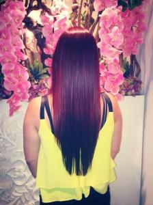 In het rood gekleurd + gestijld