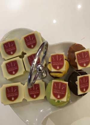 week diverse lekkernijen uit aan onze klanten! Je bent van harte welkom voor een kopje koffie en een heerlijke bonbon : )